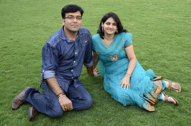 harini with her husband thinatamil -