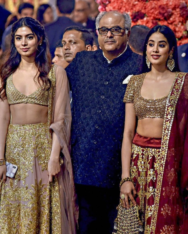 sridevis daughters in wedding thinatamil -