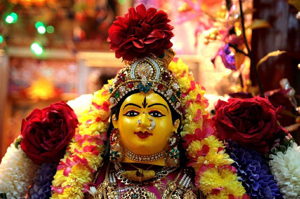 Varalakshmi-Pooja-Decoration-Ideas-thinatamil