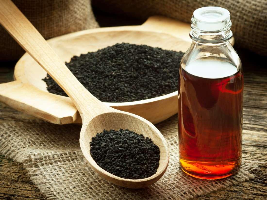 blackseeds-oil-massage-to-hair-thinatamil
